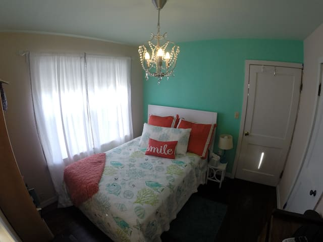 Cozy room close to Downtown Titusville - Titusville - Ház