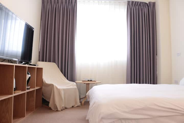 台東小旅行公寓 精緻雙人房-無印風 文青風民宿 同志友善