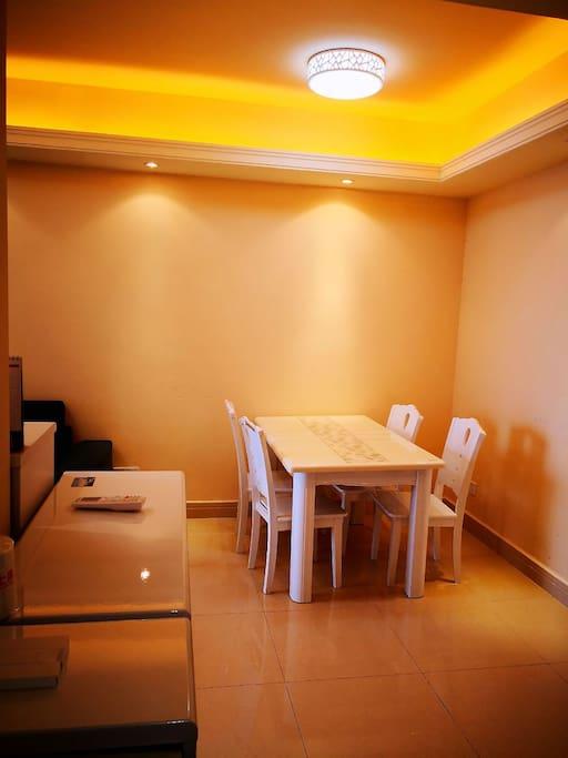 温馨的家,韩版餐桌