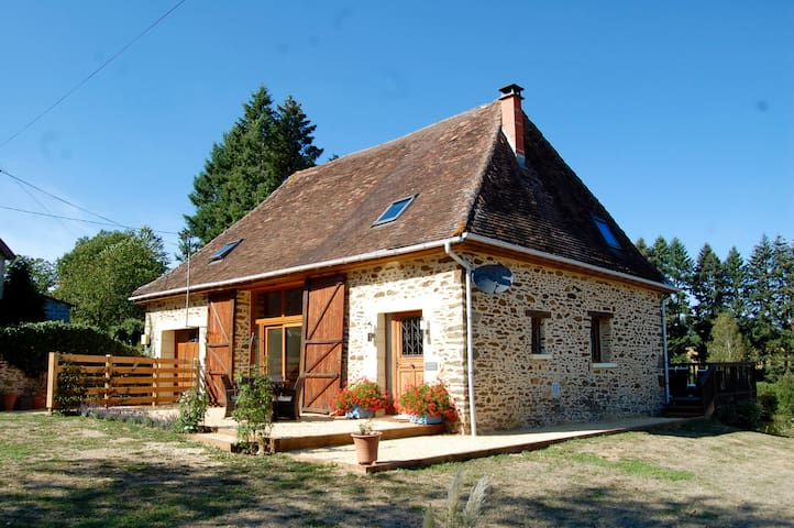 Luxury Barn, Hot Tub & Fresh Water Swimming Lake - Saint-Priest-les-Fougères - Hus