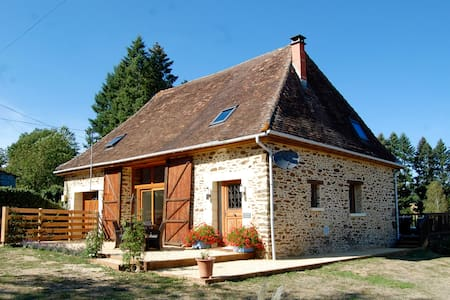 Luxury Barn with Hot Tub & Fresh Water Lake - Saint-Priest-les-Fougères