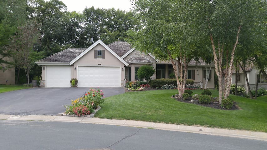 Paisley Park Home - Minutes from Paisley Park - Chanhassen - Apartmen