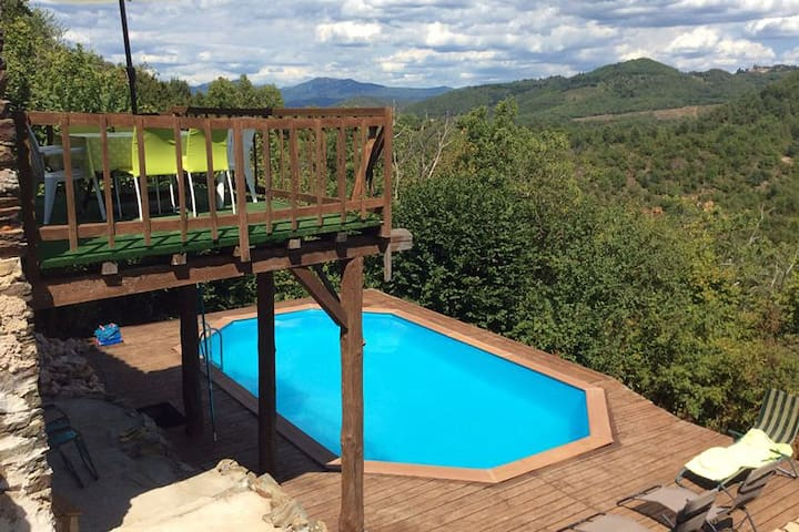 Villa with 3 suites and private pool, surrounded by the forest with great views