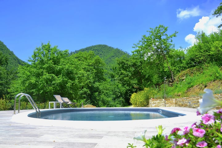 Rustic country house in the hills and forests with swimming pool