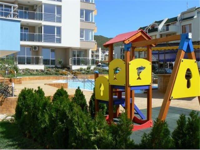 Квартира у моря с своим двориком - Sveti Vlas - Appartamento