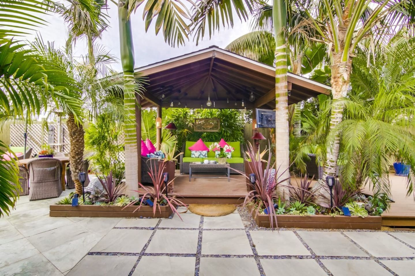 Balinese Hut / outside living space - your own personal resort