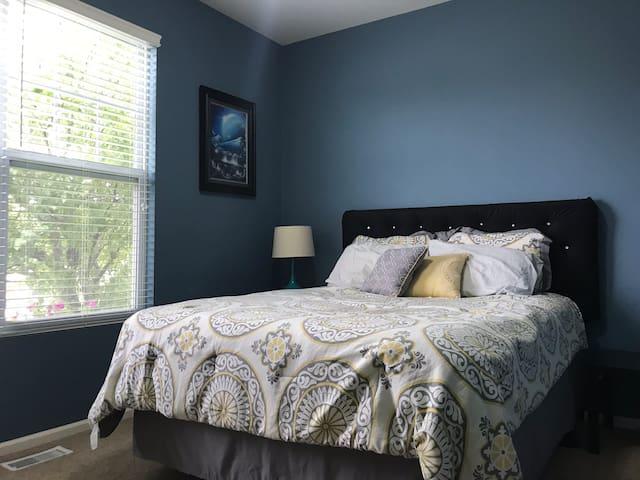 West Omaha Simple Living Bed&Bath + Full Basement