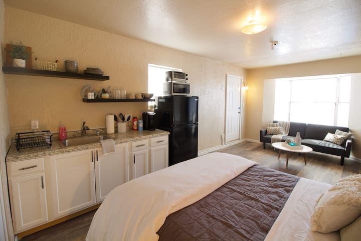 Centrally Located North Valley Luxurious Studio