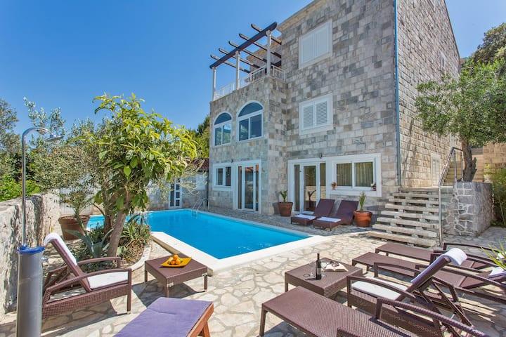 LCT Villa Yvonne
