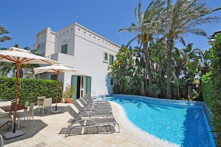 Villa für 6 Personen , Swimmingpool und WiFi