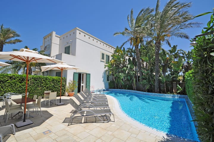 Villa for 6 people, swimming pool and free WiFi