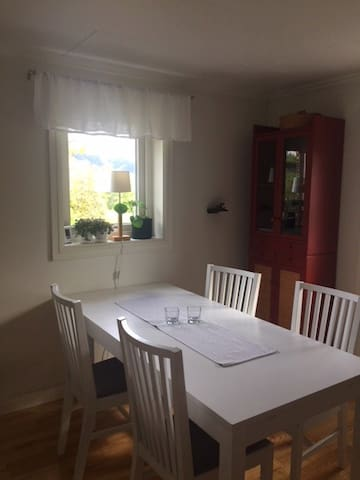 2 bedroom apartment 1km from the championship area