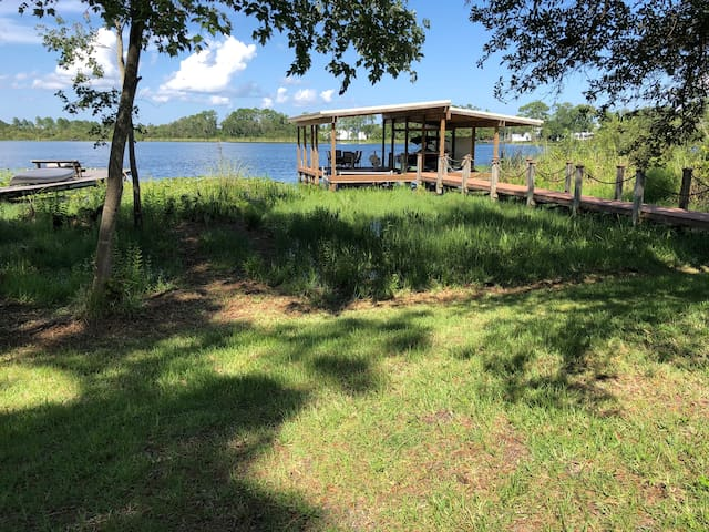 Orlando/Sanford Lake-side home near SFB Airport