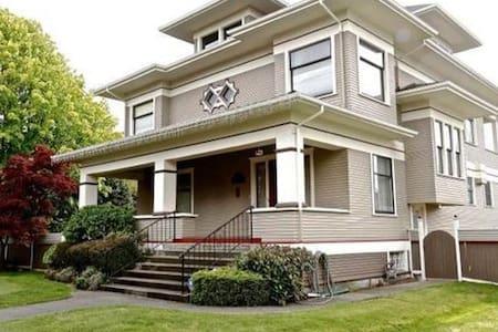 Last House - Everett - Σπίτι