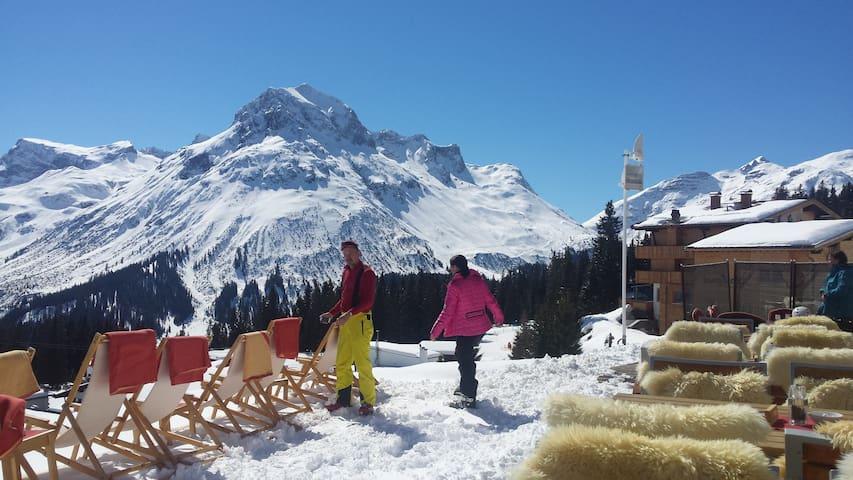 Skigebiet Lech-Zürs über den Auenfeldjet von Warth aus erreichbar. Mit dem 3-Täler Pass kann man günstig hoppen.