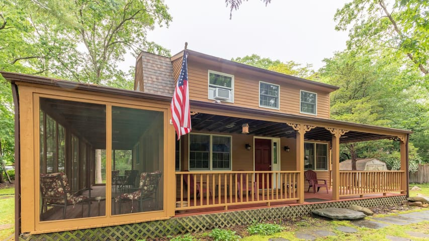 New Listing: Bright & Spacious, w/ Grill, Close to Beaches & Town