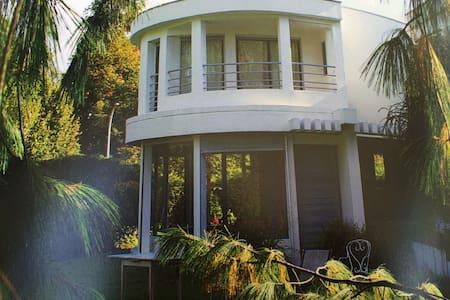 Chambre maison d'architecte piscine - Marly-le-Roi