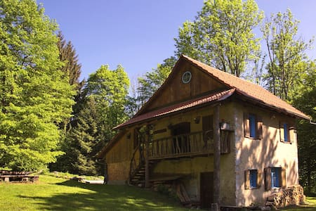 Lovely&Artistic cottage in the woods near Kočevje