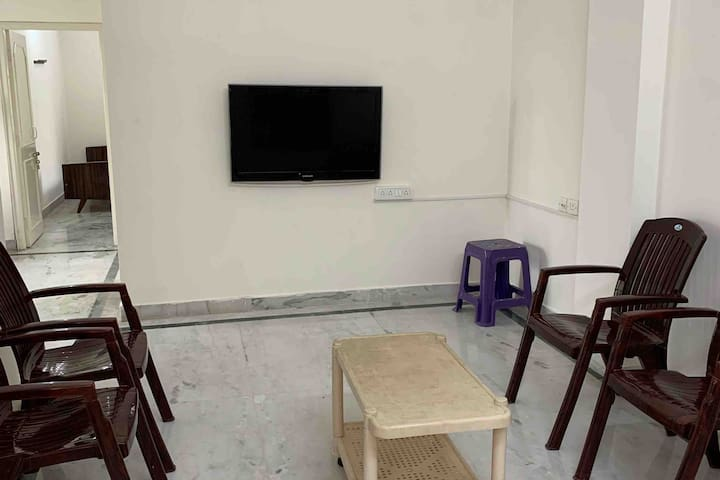 Spacious 2bhk in heart of the city !!