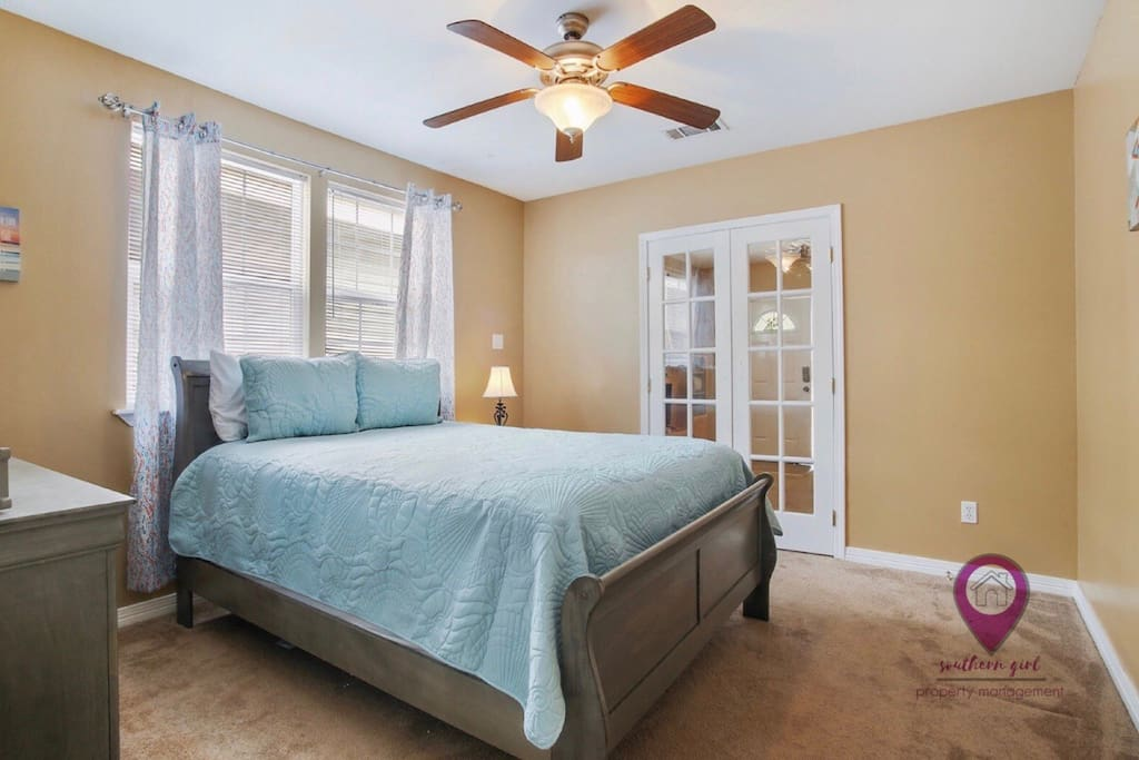 Bedroom #2 (Super Comfy Queen Size Bed)