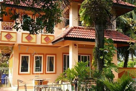 Orange house - Phuket - Huvila