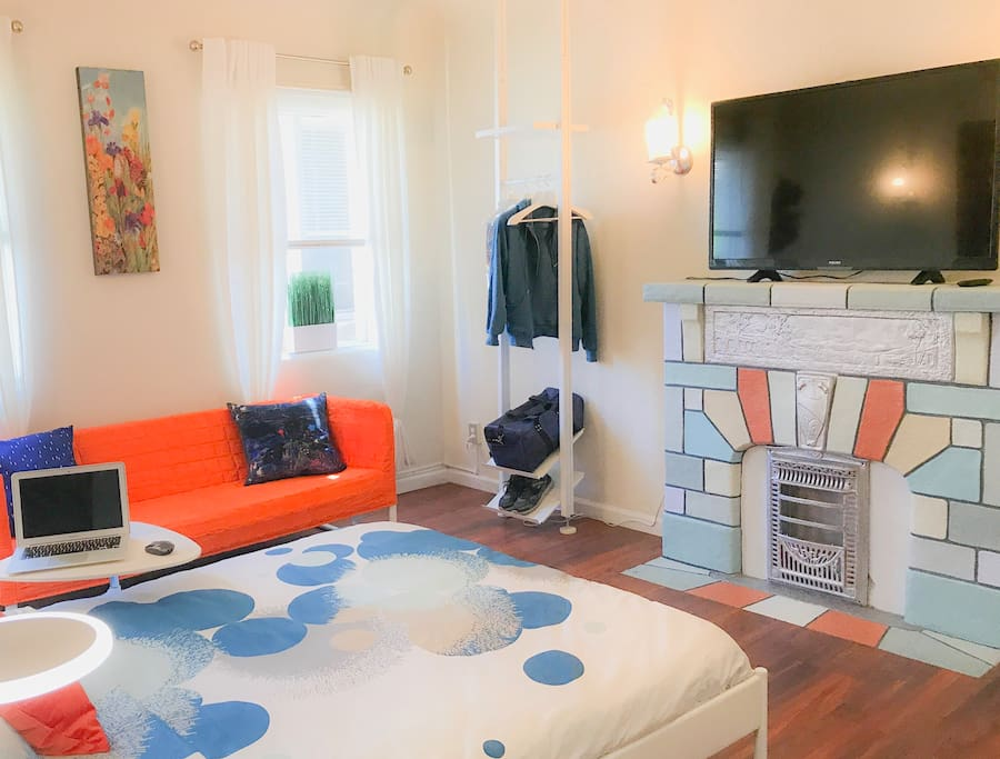 Picture yourself waking up in this beautiful and super clean bright studio right in the heart of downtown