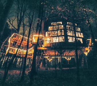 Romantic, luxury TREEHOUSE retreat! - Walhalla - Domek na drzewie