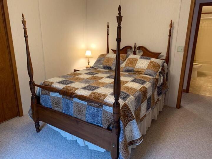 Double Bedroom in Lakefront Home