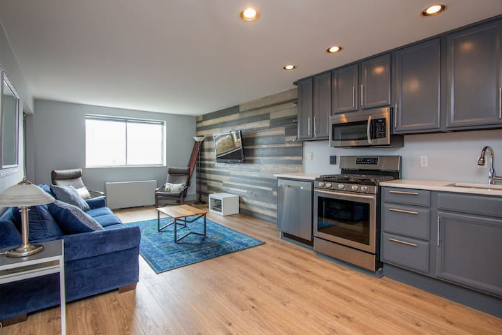 Modern Downtown Condo in ATL w/ free parking