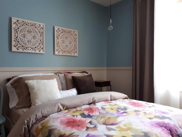 Chambre a l'étage avec lit double