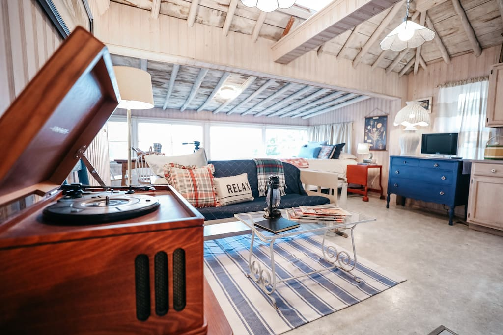 Relax on the vintage rocking sofa, original to the cabin from the 1950s, and listen to some vinyl records.