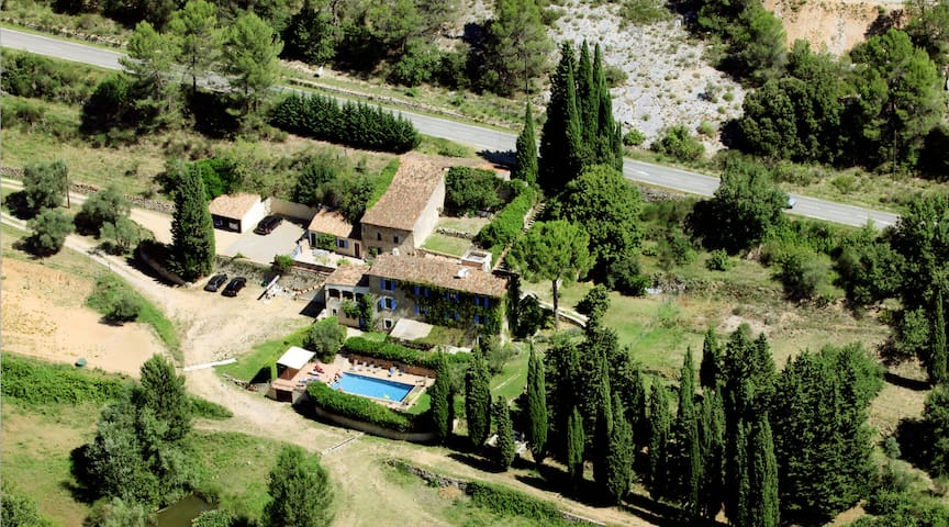 Unique Bastide with swimming pool - Salernes - House