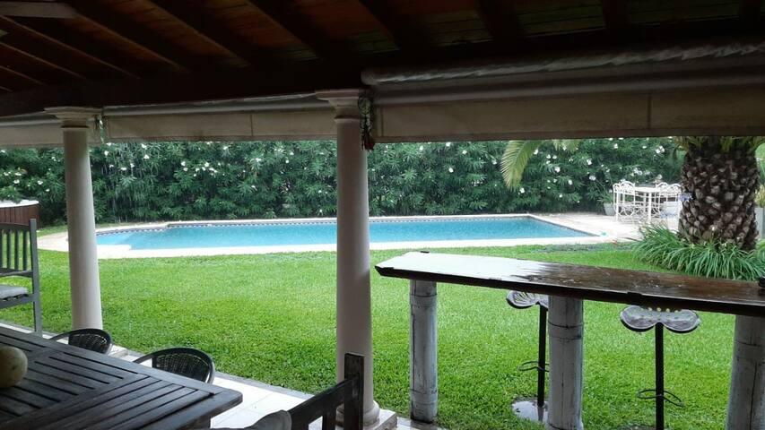 Pilar!! hermosa casa en country  250mts Pileta 9x4