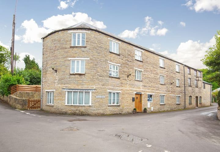 A home in the heart of Pilton (restricted to 6)