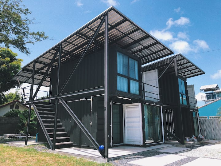 INS Popular Container 2 Bedrs House*Picnic Lawn