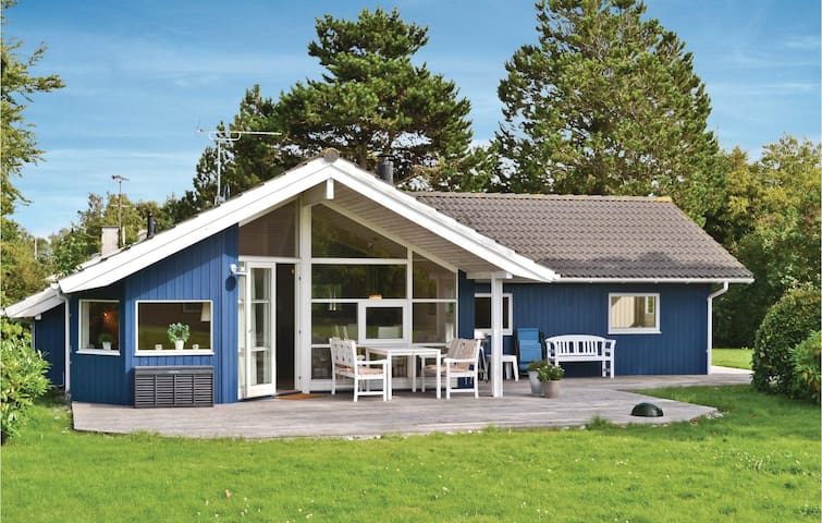 Holiday cottage with 3 bedrooms on 100m² in Græsted