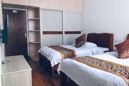 下单立减;套房四室一厅(都有独立卫生间)可住8人