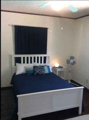 Ocean Room-pvt bedroom in beautiful area - Glendale - Casa