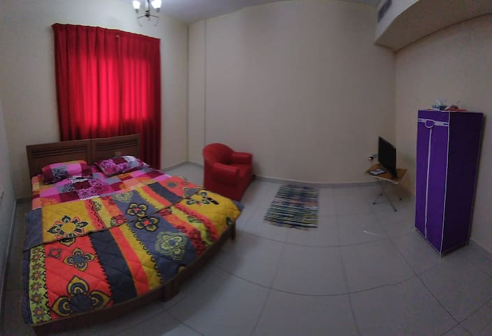 A Serviced Nice & Clean Bedroom, Smart TV, WiFi