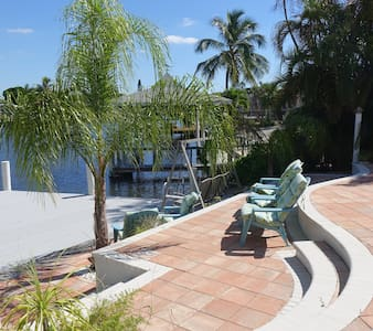 Manatee Zone! Canal Front Home - Fort Myers Beach - House
