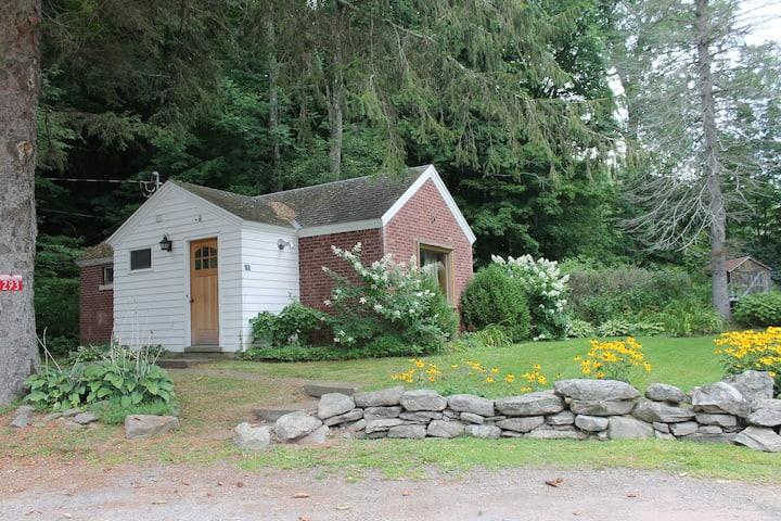 Catskill Studio Cabin Near Belleayre Mountain