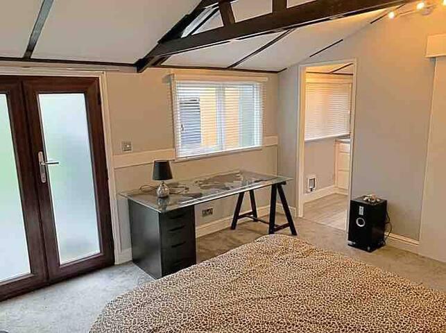 Tranquil & Peaceful Private Annex / Studio Flat