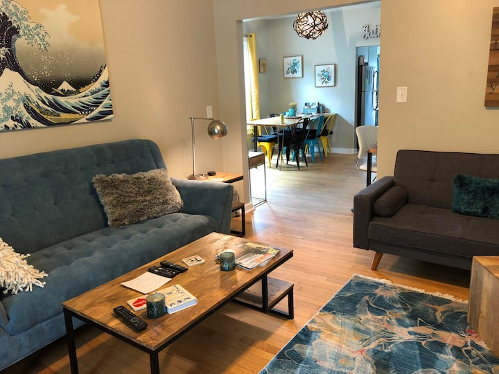 Blue Astor- downtown, 6 min to Lambeau & Renovated