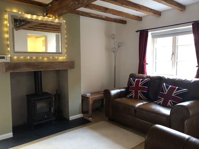 Southwell 17th Cent Detached 2 Bed Beamed Cottage