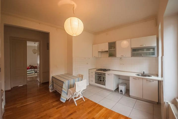 Zagreb center room, budget price - Загреб - Квартира