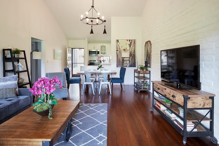 ♥Luxe 2BR, 2 patios, pool, 10 Min To Dwtn/wineries