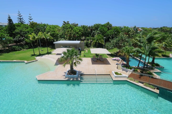 Luxury top floor holiday apartment in Casuarina