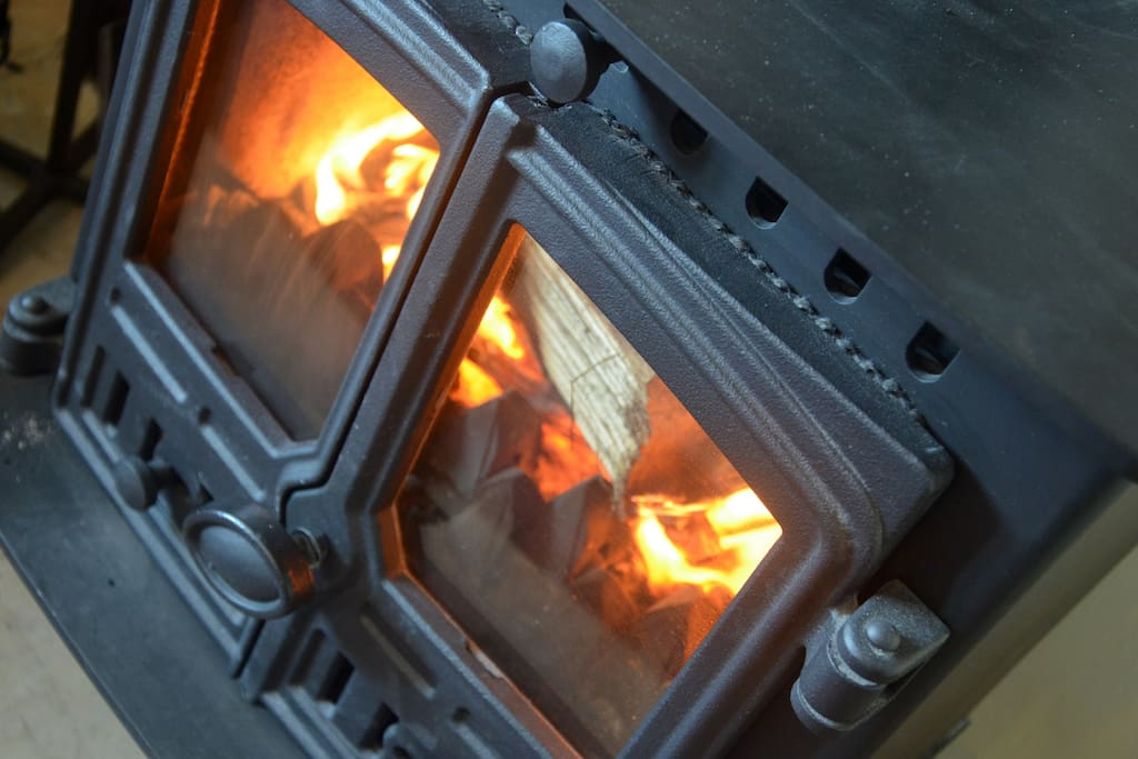 Get the fire roaring and cosy up in front of the LCD TV, or enjoy a book.