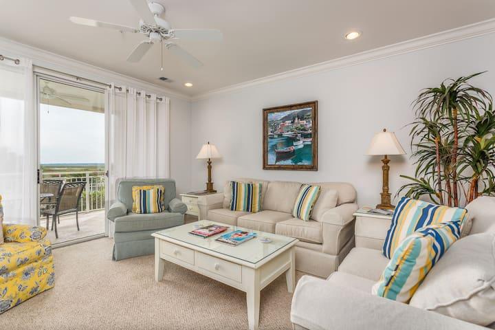 Stylish condo w/ marsh-facing balcony & shared pool - close to golf!