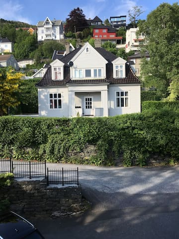 Classical Bergen villa, near city centre - Bergen - Haus